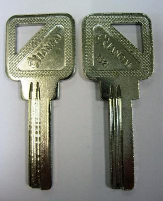 Заготовка для ключей 00582 YO-1D Xianpai-YOOY 2паза (7,5*28мм) (yy) вертикальная