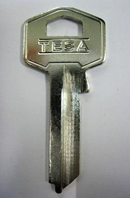 Заготовка для ключей 00565 BAL-1D BAILI 2 паза (9,0*32мм) английская