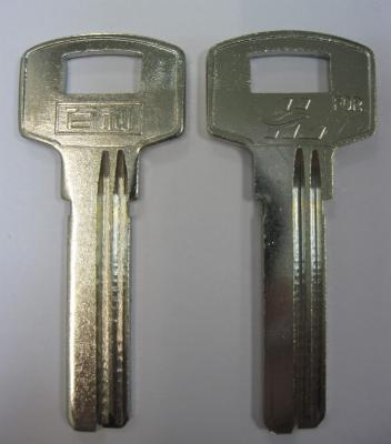 Заготовка для ключей 00556 правые 2 паза (32*8,8*2,3мм)