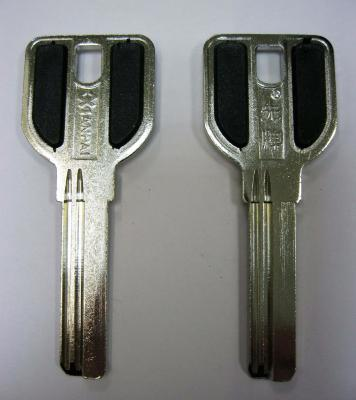 Заготовка для ключей 00519 MCM-2D_X_MCM1_X_MCM ручка с пластиковыми вставками (MSM) 2паза 32мм верикальные