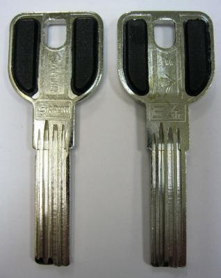 Заготовка для ключей 00528 MSM 4 паза (29*9*2,7 мм) ручка с пластиковыми вставками вертикальные
