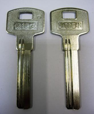 Заготовка для ключей 00563 AP-4D_X_X_X_BAO-2D BAODEAN (38*8,8*2,4мм) 2 паза длин. вертикальные