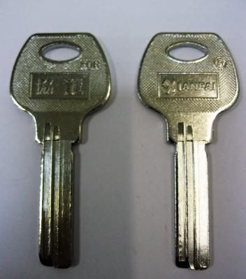Заготовка для ключей 00624 AP-1D E-066 XianPai 2 паза (97,8*28мм) сторона вертикальная