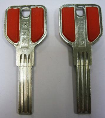 Заготовка для ключей 00644 МСМ-8 проф. Э 3 паза (8,5*30) ручка с пластиковыми вставками (МСМ-8D) вертикальная
