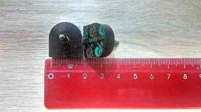 Набойка со штырём тёмно-коричневая №20 (20x20 мм) штырь 3,04 пара