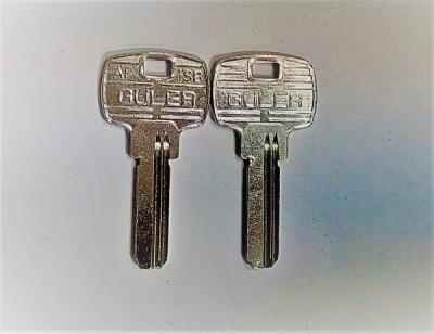 Заготовка для ключа GULER AP1SB вертикальная 2 правых паза