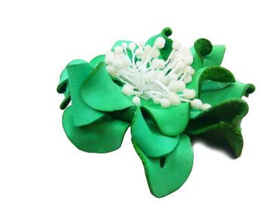 Декоративный цветок из кожи зелёный с белой сердцевиной