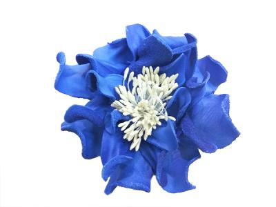 Декоративный цветок из кожи синий с белой сердцевиной