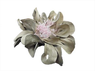 Цветок из натуральной кожи бежевый